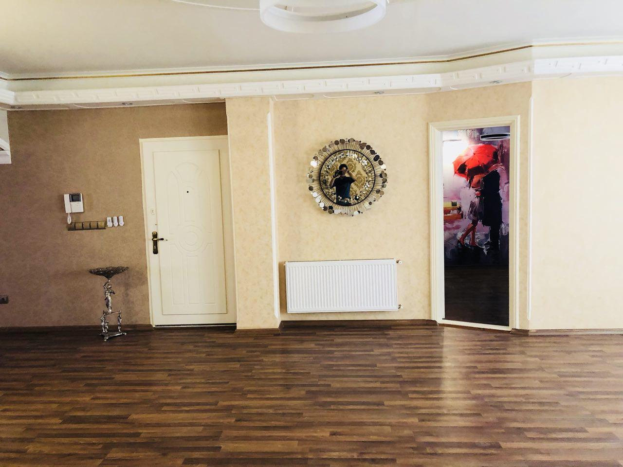 فروش طبقه سوم از آپارتمان 6 طبقه در شهرک آزادی