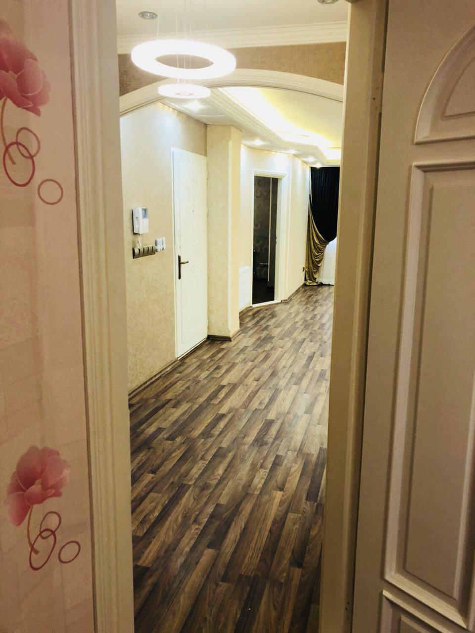 فروش طبقه سوم از آپارتمان 6 طبقه در خیابان شهرک آزادی