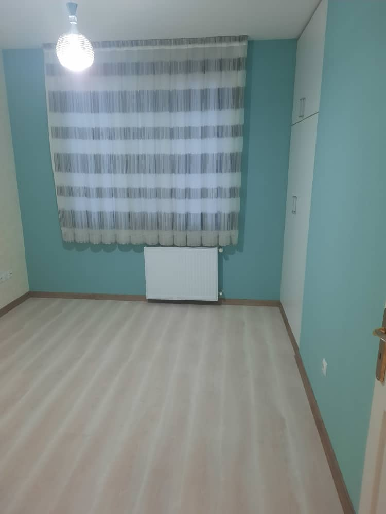 فروش طبقه اول از آپارتمان 5 طبقه در شهرک آزادی