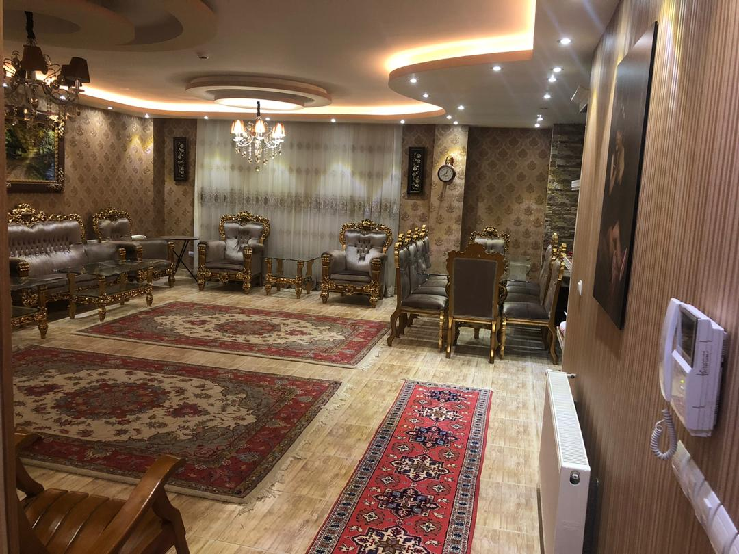 فروش طبقه یک از آپارتمان 7 طبقه در شهرک حافظ