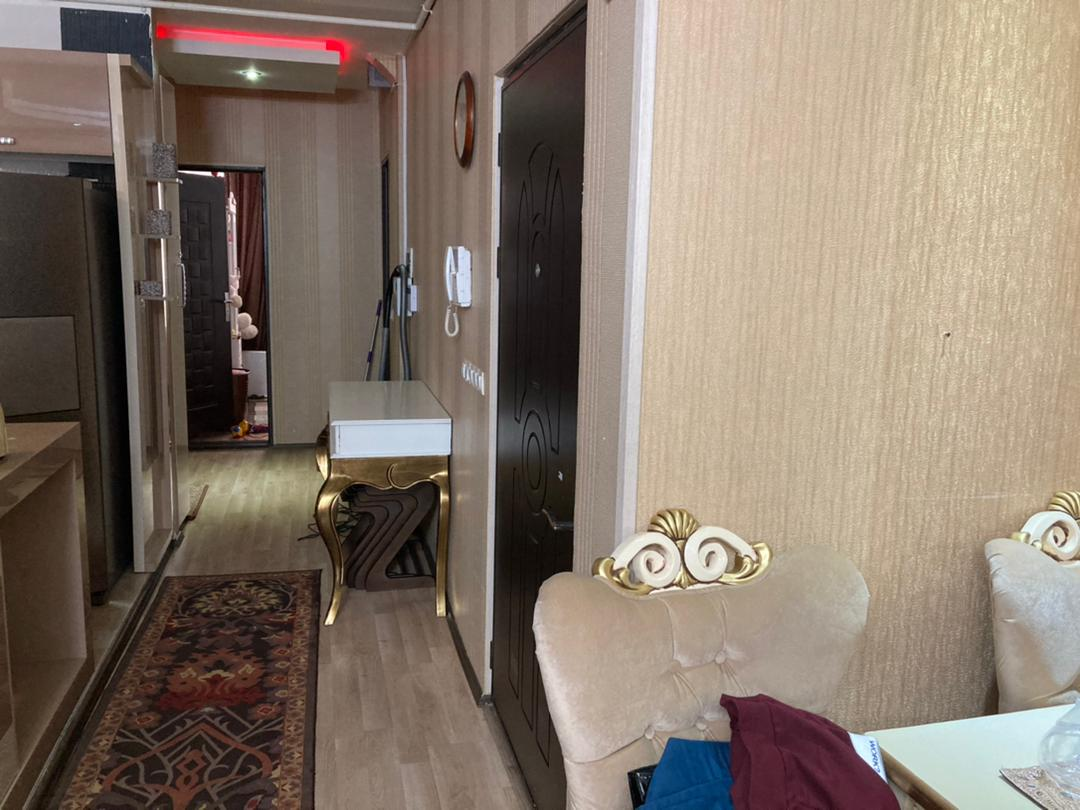 فروش طبقه یک از آپارتمان 5 طبقه ( 9 واحد ) در شهرک آزادی